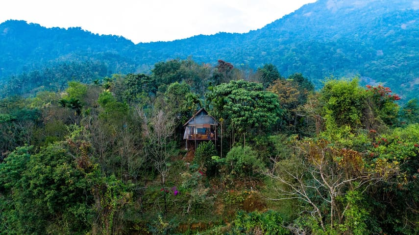 The hillock resorts-quiet by the mountains