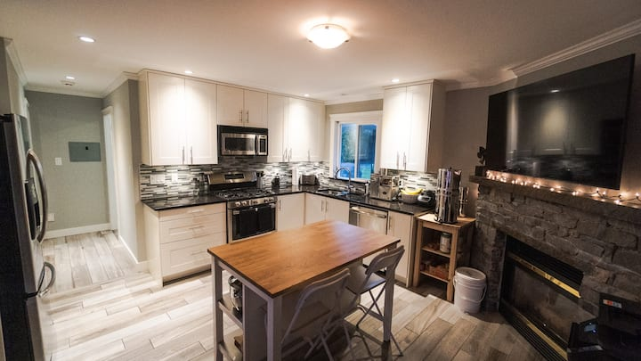 Modern Guest Suite near Fort Langley