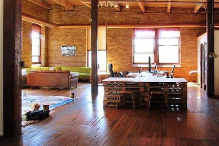 Private Bedroom - Huge Artist Loft in West Loop - Chicago