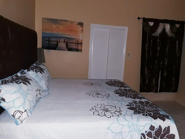 Dela De-Rose Guest House Bedroom # 6