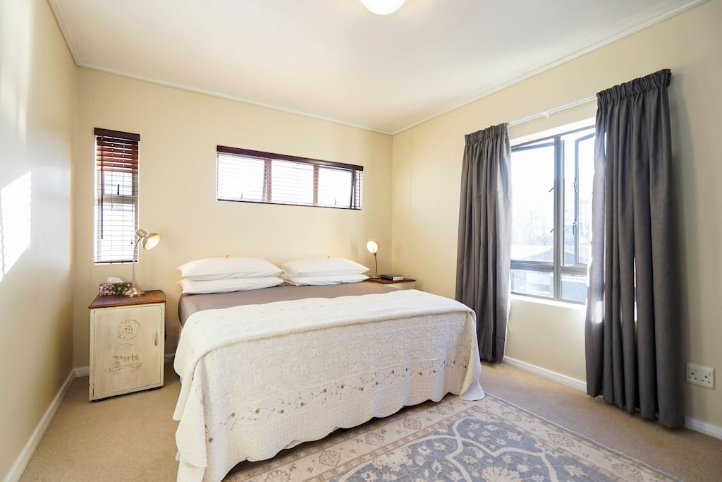Main en-suite bedroom. King size bed, easily converted into 2 single beds.