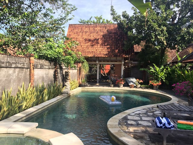 Big swimming pool villa - Denpasar - Huis