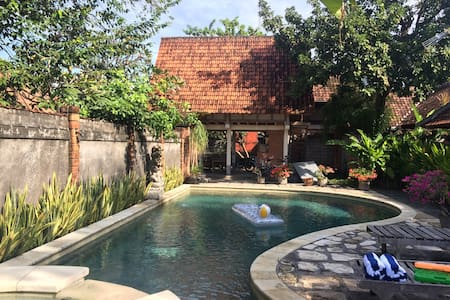 Big swimming pool villa - Denpasar - Hus
