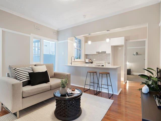 Stylish Renovated 2 Bedroom Art Deco Apartment
