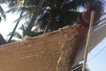 Con el sonido del mar y el arrullo del viento en las palmeras mientras te meces en una cómoda hamaca...