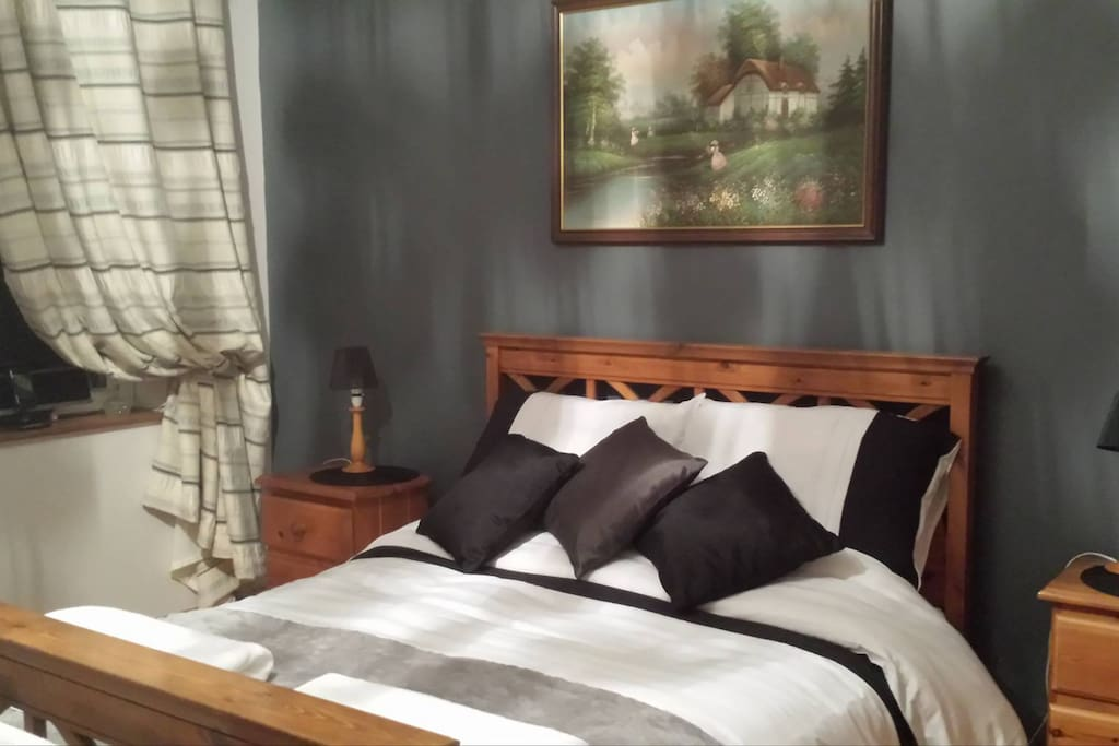 Beautiful peaceful double room with en-suite and tea making facilities