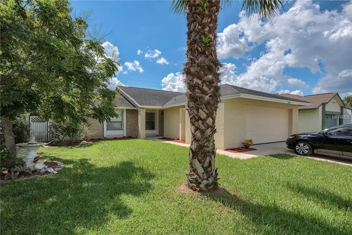Beautiful 3 bd, 2 ba Kissimmee home near Disney