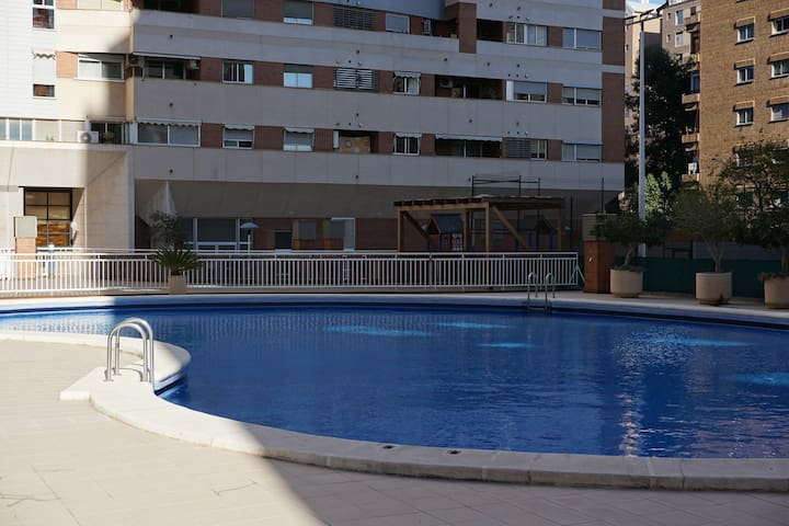 Stunning spacious flat. Pool and parking.