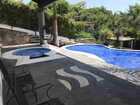 Casa familiar Rancho San Diego c/alberca y jacuzzi