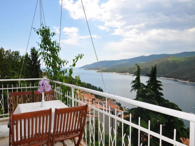 Pretty 2BDR app with sea view,AC - Rabac - 아파트