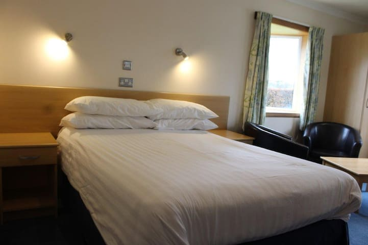 Sky Lodge Perth - double room