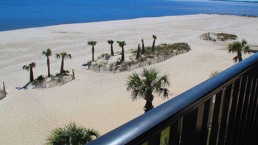 100% On-Beach Condo with Huge Balconies--No Fees - Pass Christian - Ortak mülk