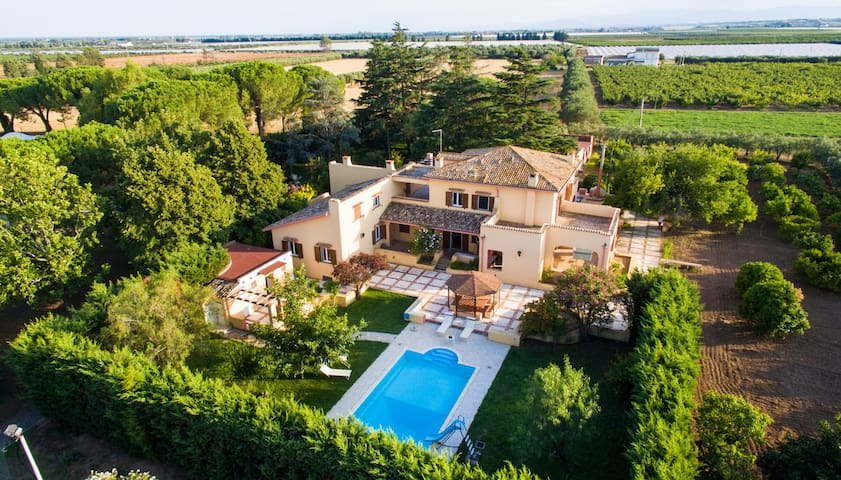 Villa exclusive with swimming pool, tennis,golf