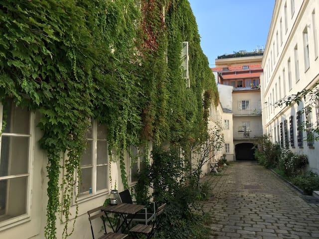 Innenhof-Apartment in historischem Gebäude