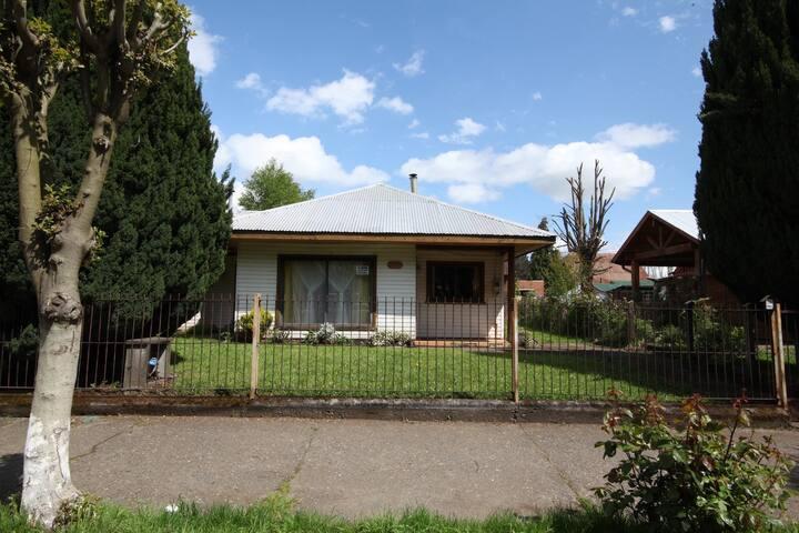 Acogedora Casa para 10 frente la Plaza de Cunco