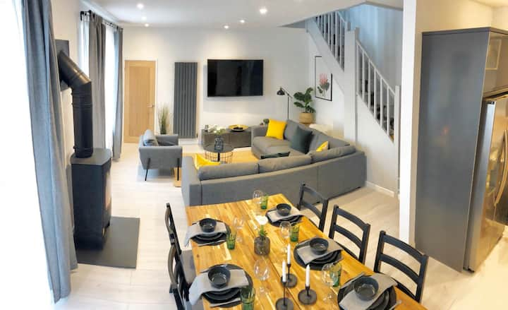 Modern House in Central Newquay w/ Private Parking