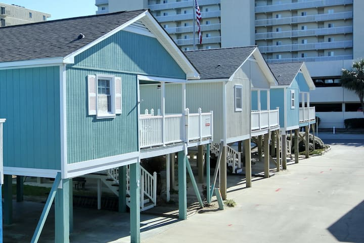 """Sea Mint"" Cottage  2 BR * 2nd Row to Beach"