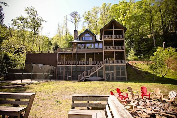 Stoney River Lodge is Ideal for Family Reunions and Corporate Retreats, basketball court, hot tub, pool table