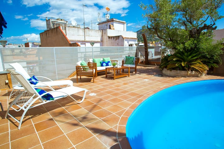 AL32 - Penthouse with private pool 200m from beach