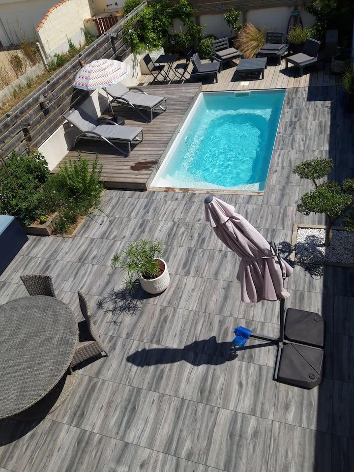 Petite villa avec piscine, tout confort