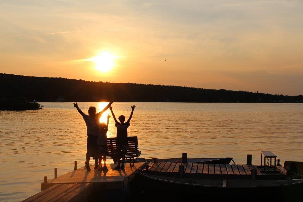 Couché de soleil sur le lac