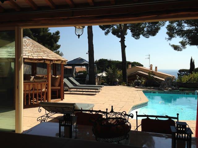 Loue superbe pavillon avec piscine privée à Cassis - Cassis - House