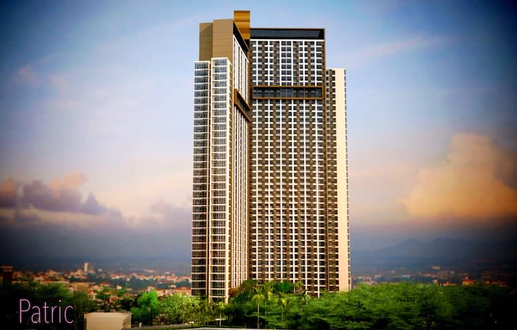 Unixx South Pattaya is located in Pratumnak Hill, surrounded by trees, like a natural oxygen bar. It is close to the sea and to all the recommended attractions in PATTAYA.