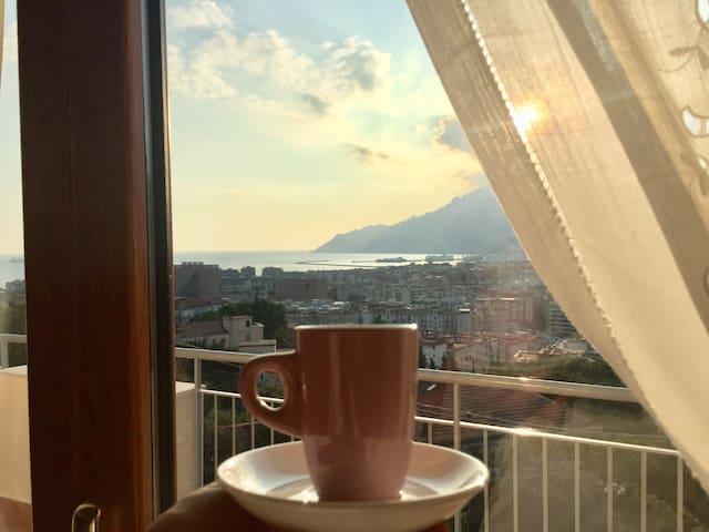 Stanza Lista Salerno vista mare con posto auto