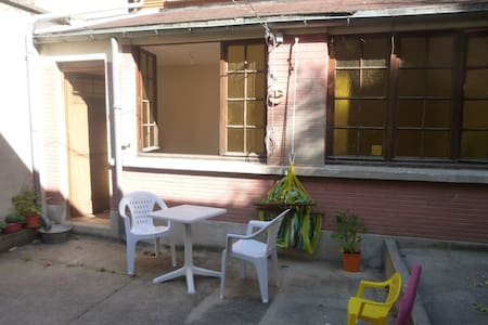Maisonnette de 20 m2 avec cour de 50 m2
