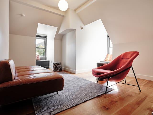 3rd Floor Harvest Suite