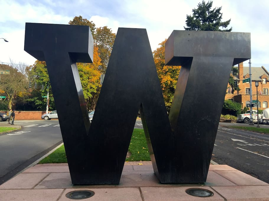 The apartment is less than 2 miles from the entrance to the University of Washington.