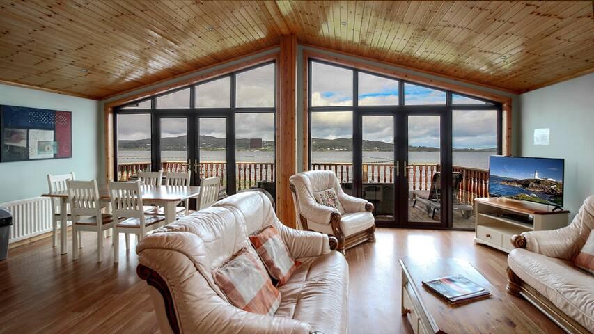 DIRECT Waterfront 4 bedroom cabin