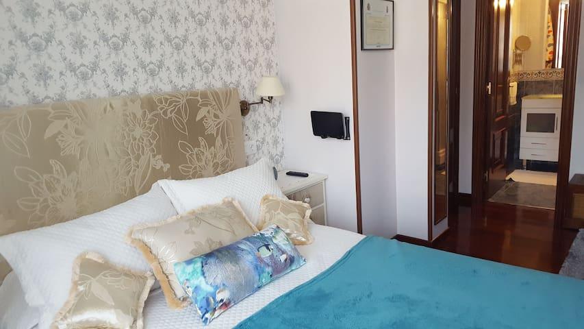 SANTIAGO DE COMPOSTELA. Habitacion doble con baño