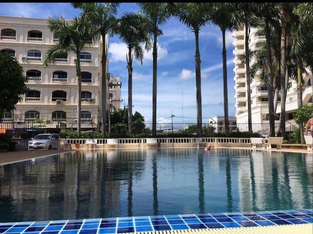 芭提雅市中心/45平米一房一厅/大露台/泳池/健身房/7-11和big c/芭提雅海滩