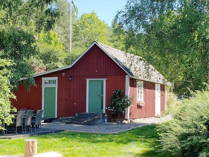 Guest house overlooking Göta Kanal