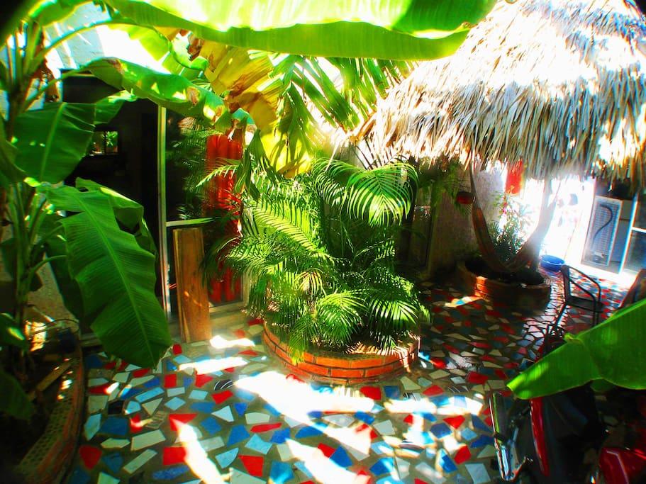 der patio 1 mit palmdach-pavillon