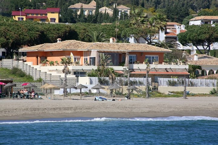 Wonderful vila in First line in Cabopino - Marbella - Hus