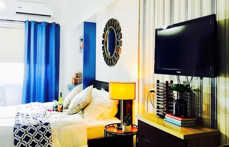 Stylish Blue Condo near  Mall of Asia And Airport