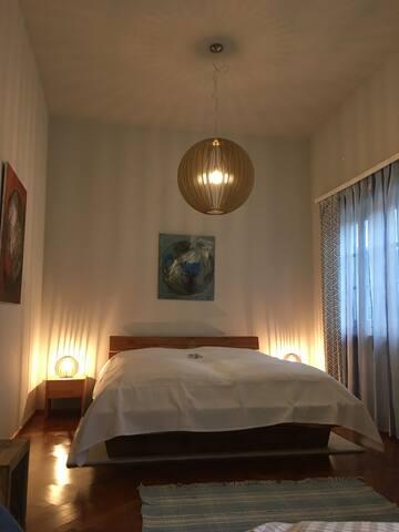 Schlafzimmer 3 mit Doppelbett links