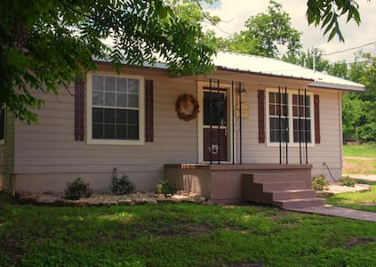 Peacock Cabins, Surprise Cabin - Gatesville