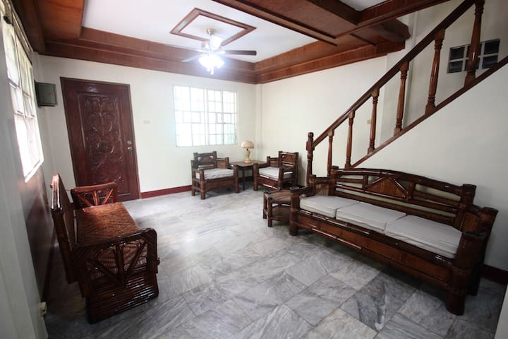 Full House - free Parking & Wifi - Quezon City - House