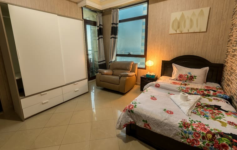 Amazing Large room for one man in Dubai Marina