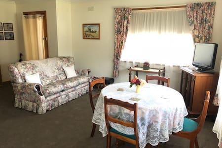May's Stays Cozy Vintage Style Accommodation