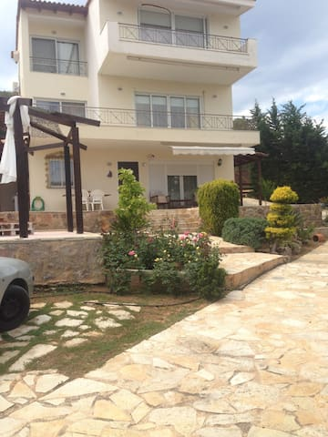 Βeautiful Xenia house in Anavyssos - Saronida - บ้าน