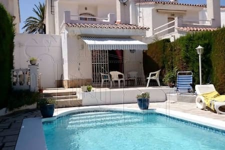 BEAUTIFUL HOUSE BIG HOUSE IN URB CASALOT-QUIET ARE - Miami Platja