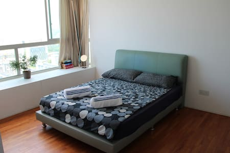 Master Room with an Amazing View & Easy MRT Access - Singapore - Apartment