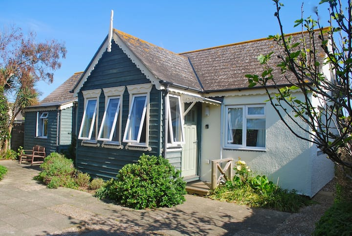 Cockle Cottage, close to outstanding beach.