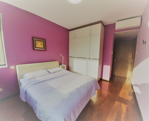 airconditioned masterbed room with big wardrob, spacious and comfortable matress