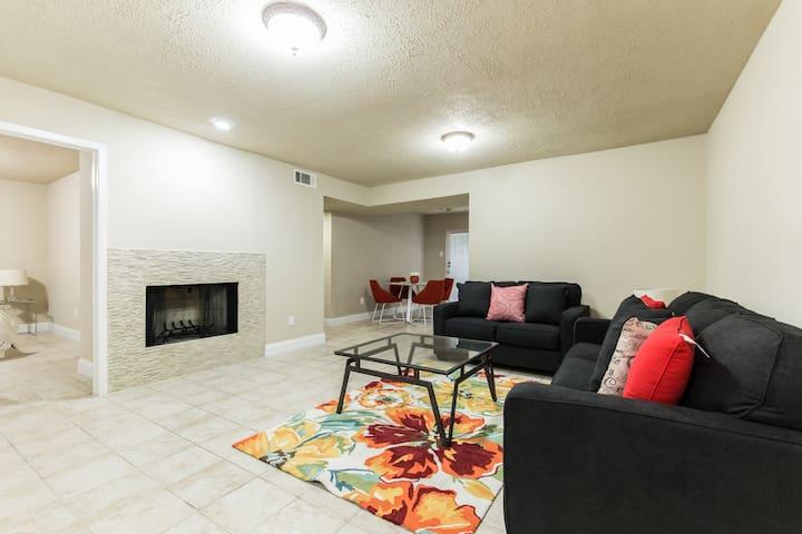 Beautiful NEW 2 bd condo near SMU/North Park Mall - Dallas - Kondominium