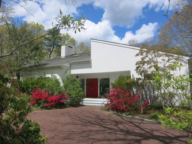 Hamptons Home with Spacious Pool Deck